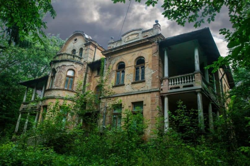 Mansions worth millions of dollars that sat empty for years!